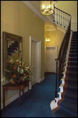 edinburgh-eh1-reception-entrance